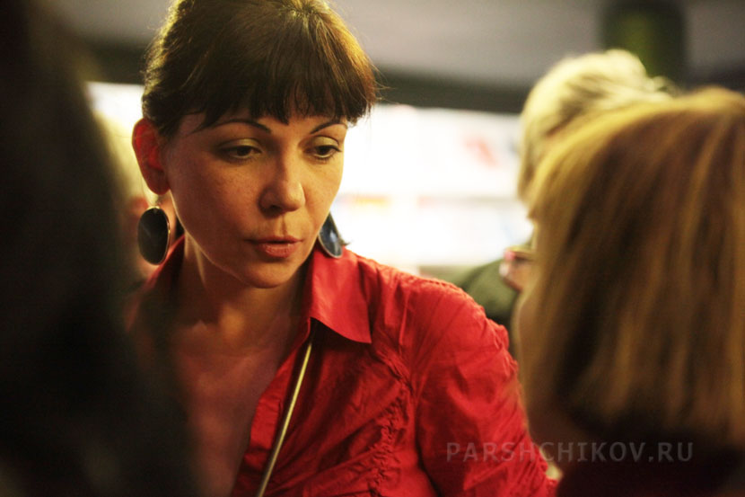 Екатерина Дробязко беседует с Татьяной Щербиной
